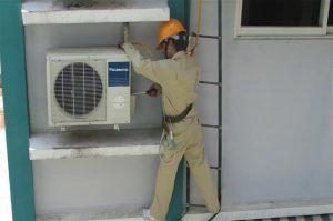 Lắp đặt dàn nóng của máy lạnh cần có giá treo chắc chắn