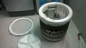 Chất bẩn tích tụ nơi lồng giặt và gây ảnh hưởng tới máy nếu không được làm sạch
