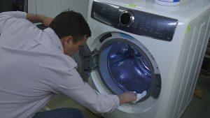 Vệ sinh máy giặt thường xuyên giúp thiết bị hoạt động tốt, tăng tuổi thọ